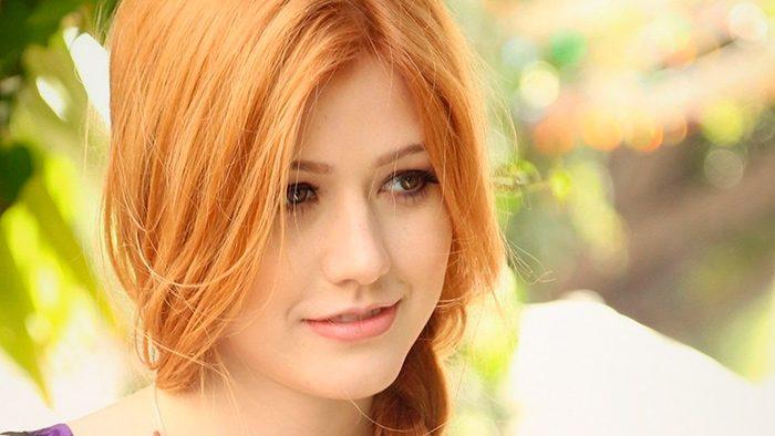 Золотистый оттенок волос у девушки
