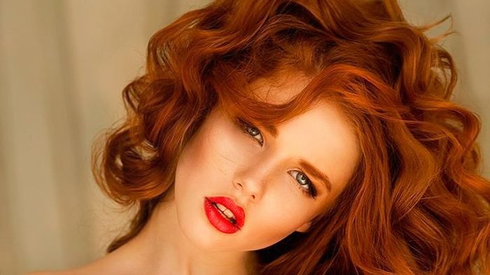 Красно-коричневые волосы