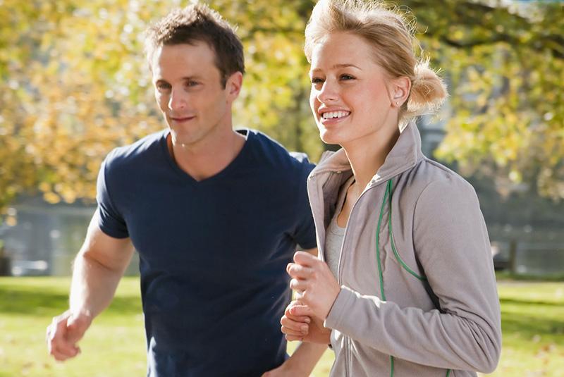Занятие фитнесом осенью