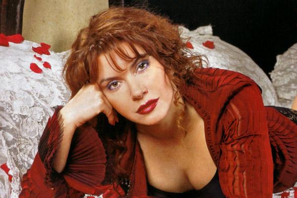 Фото Веры Сотниковой (актриса) в журнале Максим