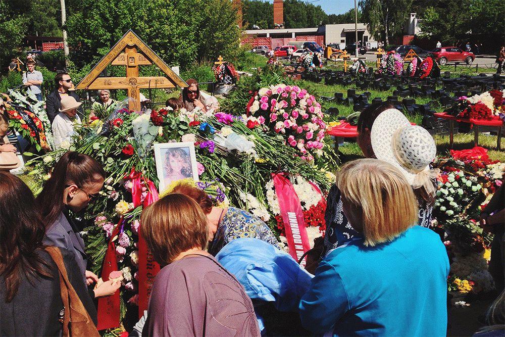 Похороны Жанны Фриске фото с открытым гробом на клатбище