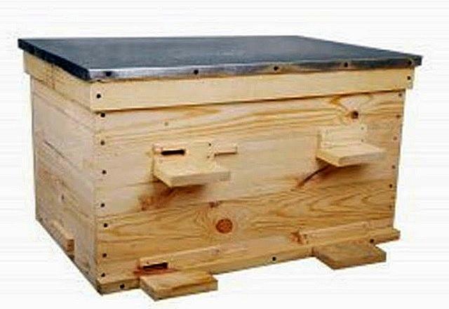Большой популярностью у российских пчеловодов пользуется улей-лежак горизонтального расположения