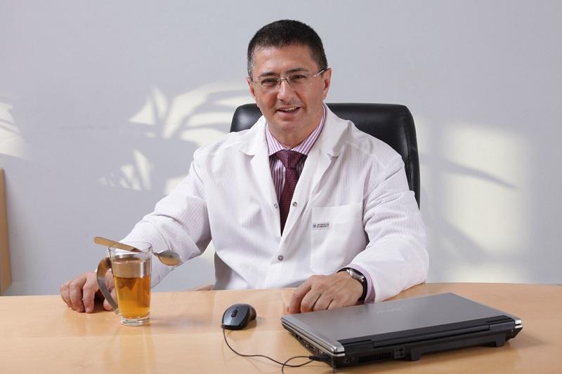 Биография и личная жизнь врача Александра Мясникова фото