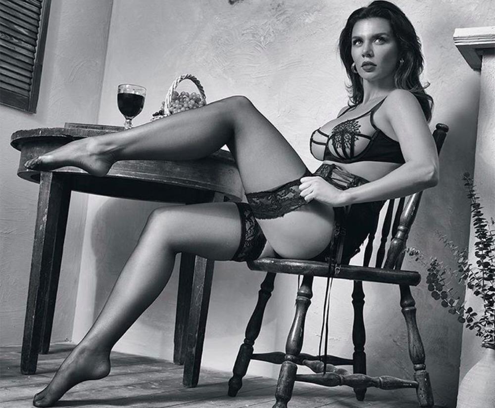 Фото Анны Седоковой в журнале «Максим»