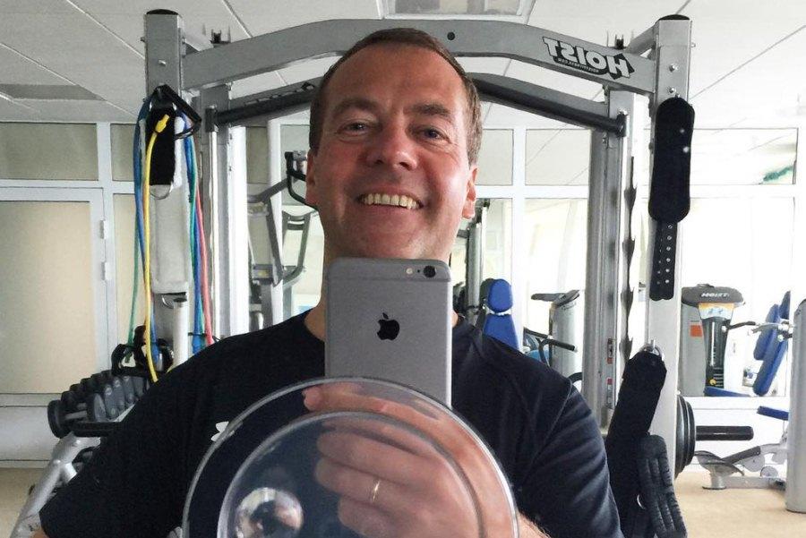Инстаграм и Википедия Дмитрия Медведева фото