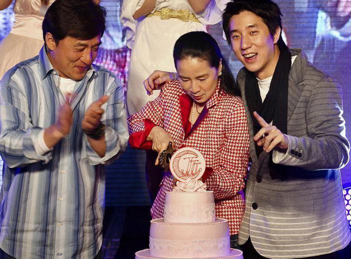 Семья Джеки Чана фото