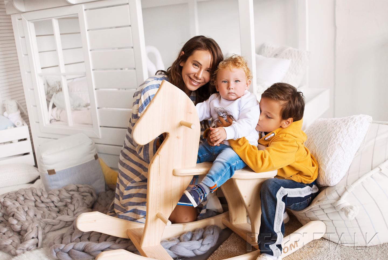 Семья и дети Айзы Анохиной (Долматова) фото
