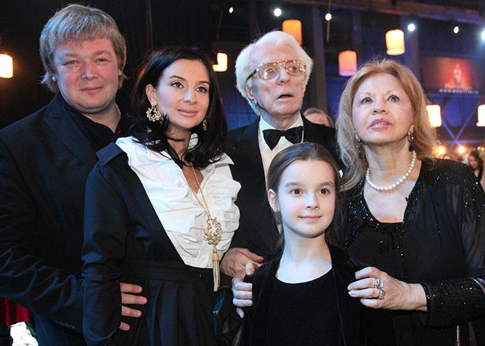 Семья и дети Александра Стриженова фото