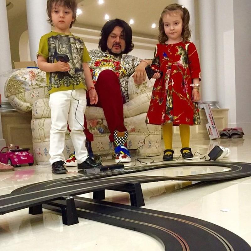 Сколько лет детям Киркорова фото