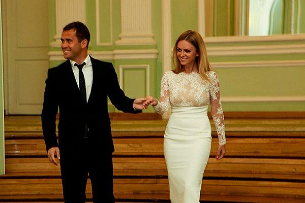 Жена Александра Кержакова – Милана Кержакова (Тюльпанова) фото