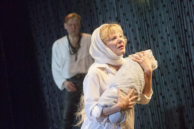 Александра Захарова в спектакле «День опричника»