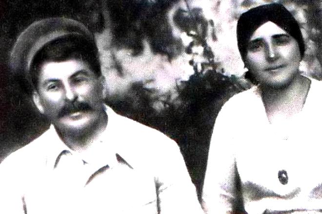 Иосиф Сталин с женой Надежой