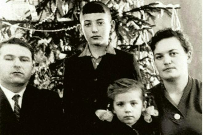 Игорь Крутой с родителям и сестрой Аллой