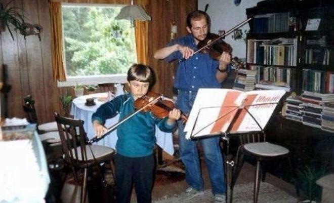 Александр Рыбак в детстве с отцом