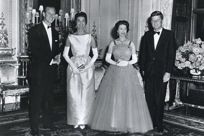 Филипп Эдинбургский, Жаклин Кеннеди, Елизавета II и Джон Кеннеди