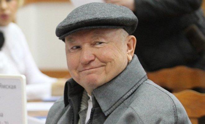 Юрий Лужков и его кепка