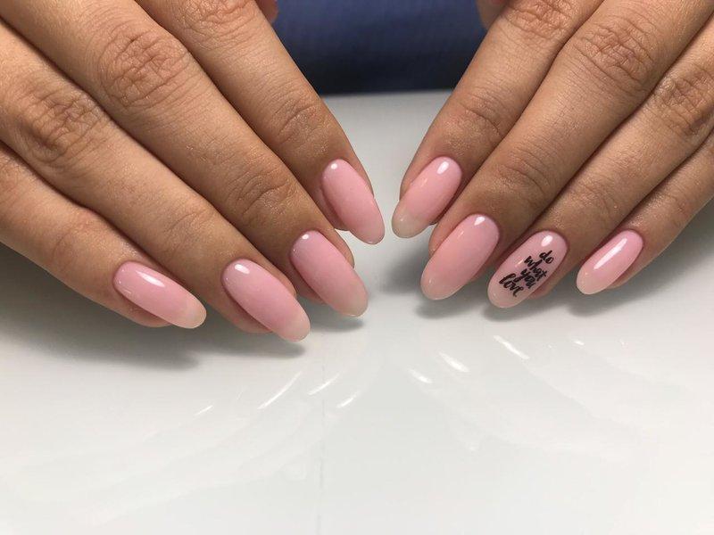 Красивый розовый дизайн с надписью