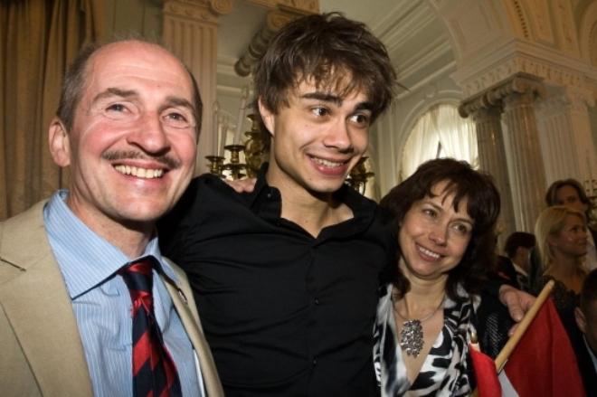 Александр Рыбак с родителями