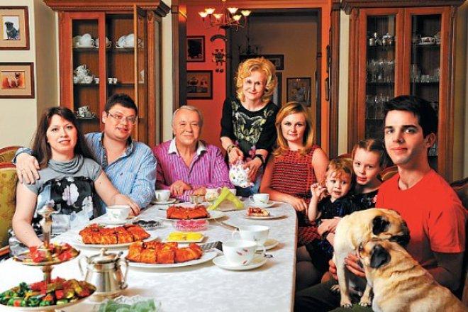 Дарья Донцова с семьей