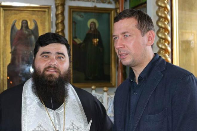 Андрей Мерзликин со священником
