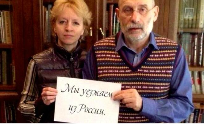 Борис Акунин с женой покинули Россию