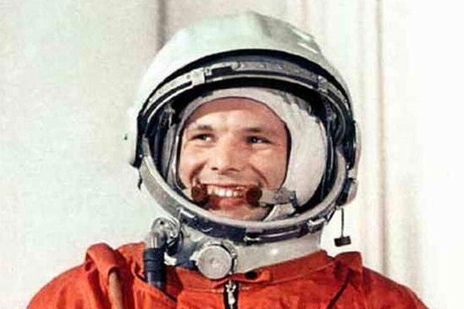 Юрий Гагарин в скафандре космонавта