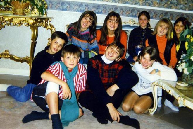 Влад Топалов в детстве (нижний ряд, слева)