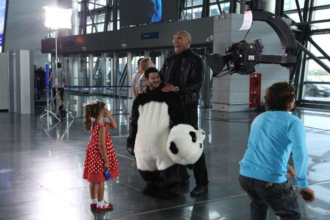 Николай Валуев на съемках сериала «Подарок с характером»