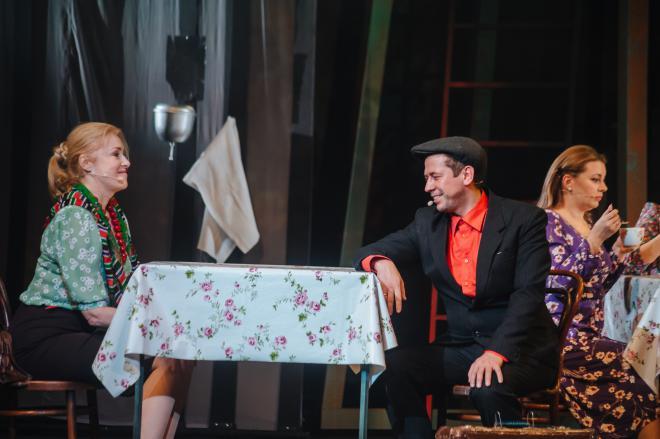 Андрей Мерзликин и Мария Шукшина на сцене