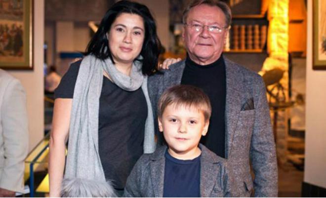 Сергей Шакуров с женой Екатериной Бабаловой и сыном