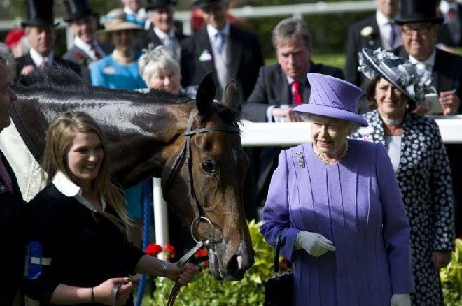 Елизавета II на скачках