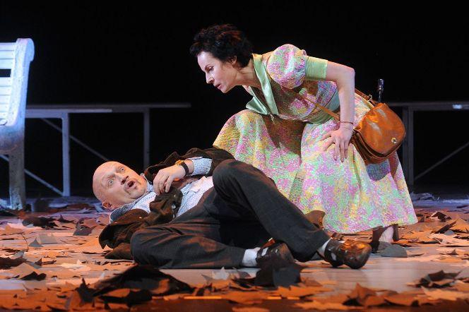 Гоша Куценко и Ирина Апексимова в спектакле «Скамейка»