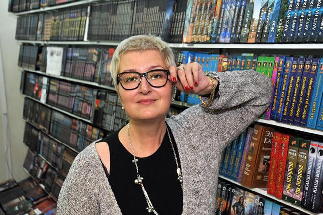 Татьяна Устинова в книжном магазине