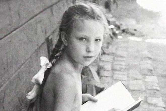 Ольга Остроумова в детстве