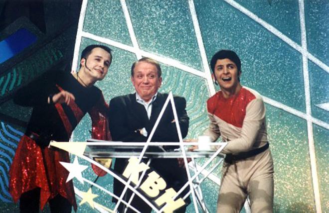 Владимир Зеленский (справа) на сцене КВН