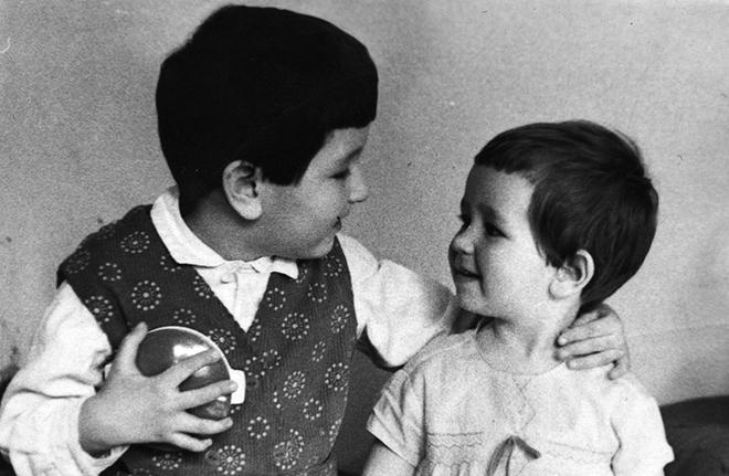 Татьяна Устинова с сестрой