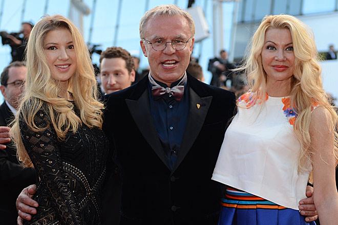 Вячеслав Фетисов с женой и дочерью