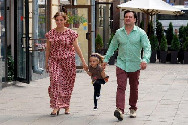 Нелли Уварова с дочкой и мужем