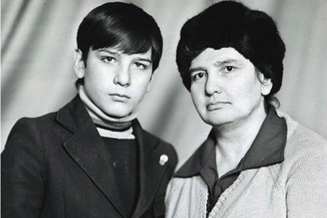 Ярослав Бойко с мамой в детстве