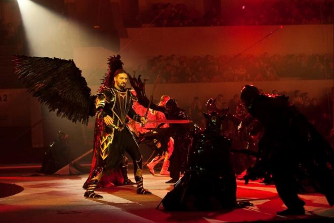 Эдгард Запашный во время шоу-программы «Камелот-2: Наместник богов»
