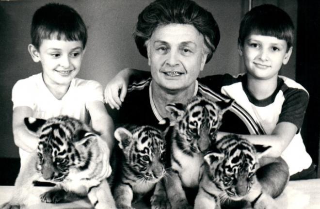 Эдгард Запашный в детстве с отцом и братом