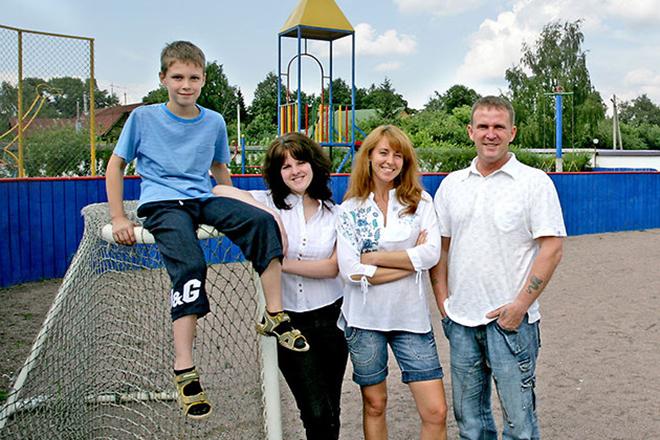 Виктор Рыбин с детьми и женой