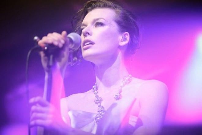 Милла Йовович - еще и певица