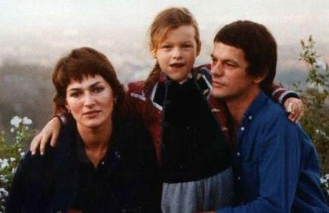 Милла Йовович в детстве с родителями