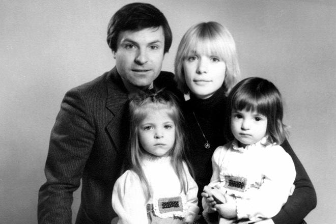Родион Нахапетов и Вера Глаголева с детьми