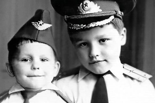Сергей Майоров в детстве с братом