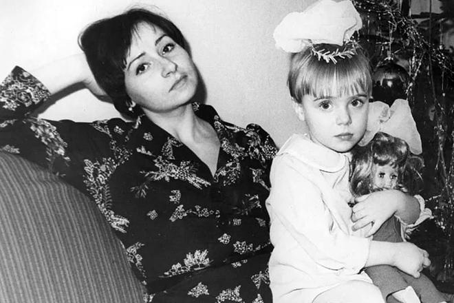 Тутта Ларсен с мамой