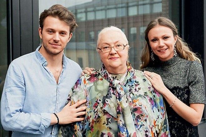 Екатерина Градова с дочерью и сыном