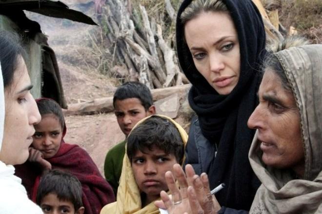 Анджелина Джоли в Пакистане, 2005 год
