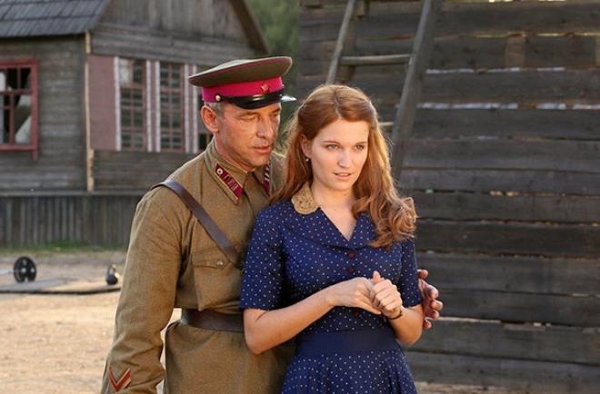 Максим Дрозд и Евгения Малахова в фильме «А зори здесь тихие...»